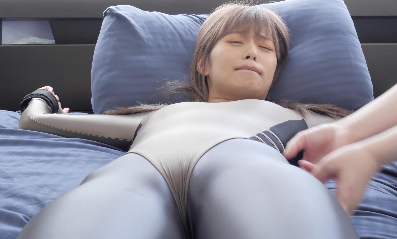 大人気女優 紺野ひかるちゃんの競泳水着LEOHEXくすぐり!!!(パッケージ画像)