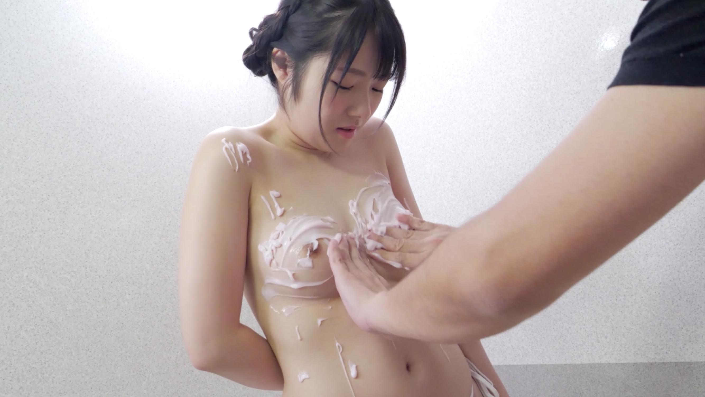 【乳フェチ】人気女優 平花(想真花)チャンの極エロクリームマッサージ!